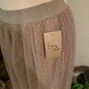 Eden & Olivia Skirts - NWT • taupe skirt with tulle overlay